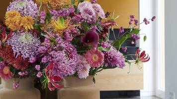 Blumen-Kombination: Chrysanthemen mit Gerbera in Vase stellen