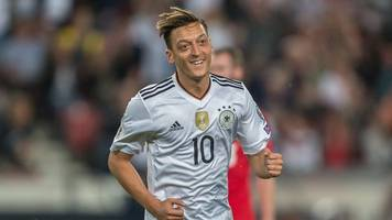 ex-nationalspieler - dfb-team gratuliert Özil zum 30.: happy birthday