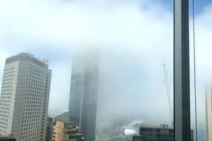 Video: Seltener Mittagsnebel in Sydney