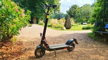 suv e-scooter: io hawk exit-cross – dieser e-scooter brettert über stock und stein