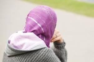 experiment zu diskriminierung: wer hidschab trägt, erfährt weniger hilfsbereitschaft