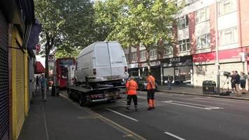 News von heute: Mann attackiert Polizisten in London mit Machete