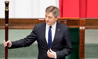 polnischer parlamentspräsident tritt in flugaffäre zurück
