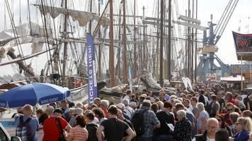 Hanse Sail wird fortgesetzt: Auslaufen der Schiffe