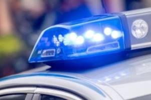 Kriminalität: Betrunkene werfen Flasche nach Autofahrer und greifen ihn an