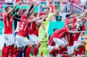 Einfach geil: FCK feiert Derby-Sieg gegen Mainz