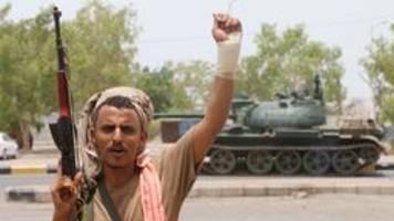 separatisten besetzen lager von jemens regierungstruppen