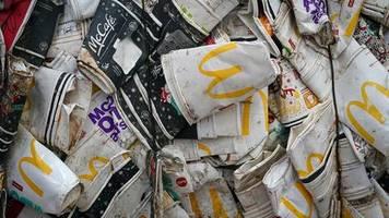 Städte und Gesellschaft entlasten: Im Kampf gegen die Müllflut: Wer Wegwerfartikel herstellt, soll auch für ihre Entsorgung zahlen