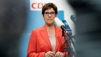 Personalie: Mit diesen Vertrauten zieht Kramp-Karrenbauer ins Verteidigungsministerium
