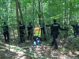 Mutter und Tochter vermisst: Polizei sichert Blutspuren in Waldstück