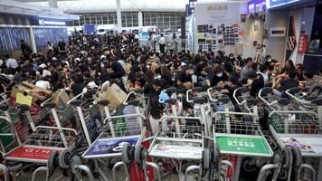 News von heute: Trump: Chinesische Regierung verlegt Truppen an Grenze zu Hongkong