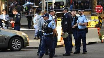 News von heute: Mann sticht auf Frau in Sydney ein und verfolgt weitere Passanten - Polizei findet Leiche