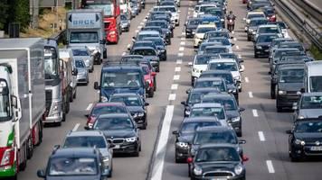 Stau – wann lohnt es sich,  von der Autobahn abzufahren?