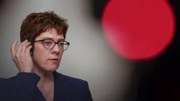 kramp-karrenbauer: koalitionen mit linke ausgeschlossen