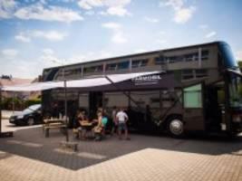 sachsen: mit dj bobos ehemaligem tourbus gegen rassismus