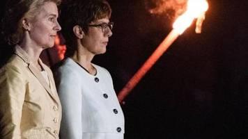 «Wind of Change» zum Abschied: Großer Zapfenstreich für Ursula von der Leyen