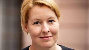 familienministerin unter plagiatsverdacht: giffey will nicht spd-chefin werden – so geht's für sie im ministerium weiter