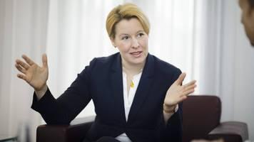Plagiatsverdacht gegen Ministerin: Giffey stellt Rücktritt in Aussicht