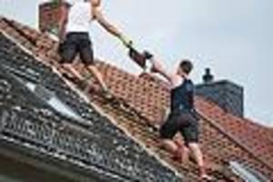 Fast sieben Prozent mehr Geld - Mindestlohn für Dachdecker steigt in zwei Stufen auf 14,10 Euro