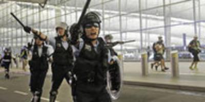 Chinesische Zeitung droht mit Gewalt: Aggressive Warnung an Hongkong