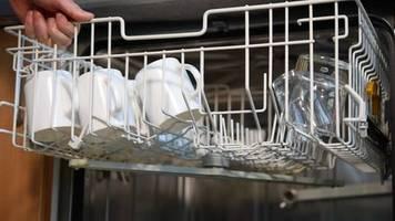 Praktisch: Diesen Spülmaschinen-Trick sollte jeder kennen – erstaunlich viele tun es nicht