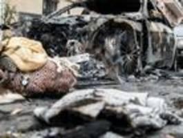 Zwei Autos ausgebrannt, drei beschädigt