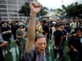 Demokratiebewegung: Demonstranten in Hongkong trotzen Warnungen aus Peking