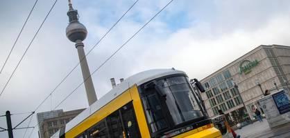 großfamilien streiten sich auf straße in berlin – verkehr lahmgelegt