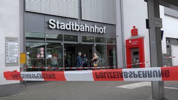 Großeinsatz der Polizei: Zwei Tote bei Messerangriff am Bahnhof von Iserlohn