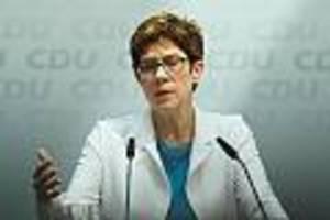 Verteidigungsministerin  - Kramp-Karrenbauer spricht öffentlich über möglichen Parteiausschluss von Maaßen