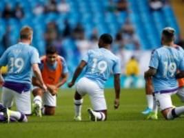 internationaler fußball: city-spieler tragen beim aufwärmen sané-trikots