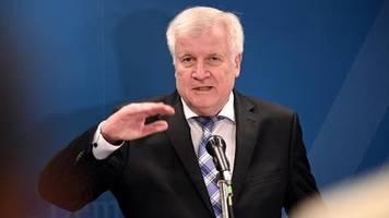 news von heute: seehofer will syrischen heimaturlaubern den flüchtlingsstatus entziehen