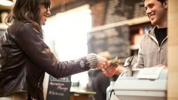 elektronisches bezahlen: das bargeld verschwindet, und auch für die ladenkasse sieht es nicht gut aus