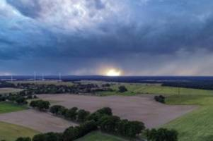 Wetter: Unwetter zieht über Brandenburg: Hagel und Sturm erwartet