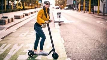 anstrengender nachtjob: wenn die e-scooter schlafen gehen - auf spritztour mit einem hunter