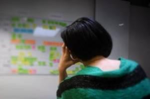 Technik, Telefon, Kollegen: Viele Beschäftigte fühlen sich durch Störungen gestresst