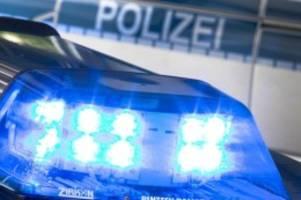 unfälle: autofahrer rammt wagen: 3,2 promille alkohol