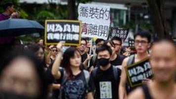 Zehntausende in Hongkong auf der Straße