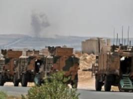 syrien: kampfflugzeuge attackieren türkischen konvoi