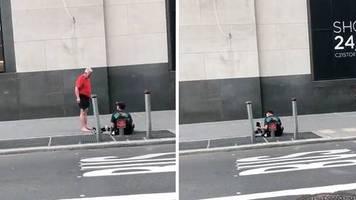 Berührende Geste in New York: Jogger gibt einem Obdachlosen seine Schuhe und geht barfuß weiter