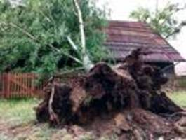 Sturm hinterlässt schwere Schäden in Dörfern