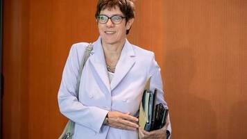 Hickhack um Parteiausschluss: Kritik an AKK im Streit um Maaßen ebbt nicht ab