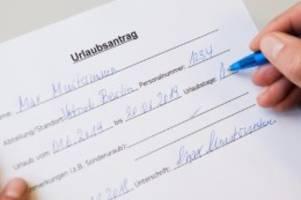 Urlaubsplanung: Bis wann darf der Arbeitgeber Urlaubsanträge einfordern?