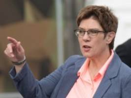 Kramp-Karrenbauer in Jordanien: Verteidigungsministerin informiert sich über Kampf gegen islamistischen Terror