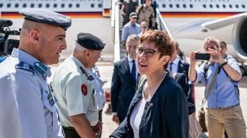 Erste Einsatzreise: Kramp-Karrenbauer besucht Soldaten in Jordanien
