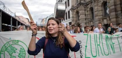 """Wirtschaft wehrt sich gegen die Vorwürfe von """"Fridays for Future"""""""