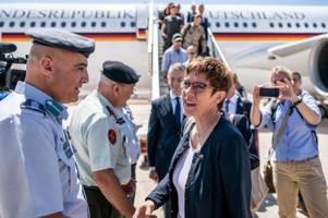 Kramp-Karrenbauer besucht Soldaten in Jordanien