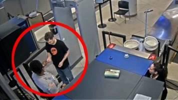 US-Flughafen: Security-Angestellte steckt Passagier Zettel mit Beleidigung zu – das hat schwerwiegende Folgen für sie