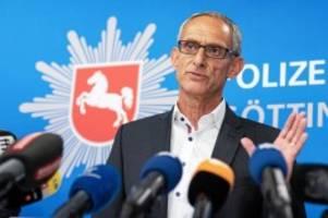 "Großeinsatz: Polizei legt Sprengstoff-Plattform ""xplosives.net"" still"