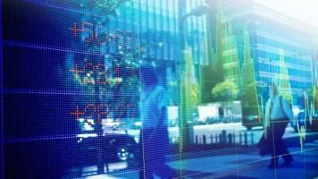 Verkehrte (Finanz)welt: Schaufenster-Taktik: Wie sich Fonds hübsch machen